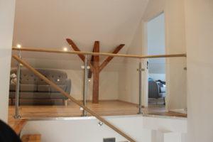 Treppenhandlauf und Edelstahlgeländer mit Klarglas vom Geländerladen, Glasgeländer für Innenräume