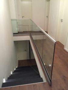 Glasgeländer im Innenraum, Ganzglasgeländer um Treppenauge herum,Glasgeländer für Innenräume