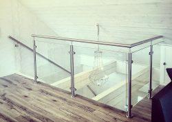 Edelstahl-Glasgeländer für Treppenabgang und Galerie