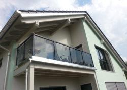 Balkongeländer mit Glas - komplette Bausätze | Geländerladen.de