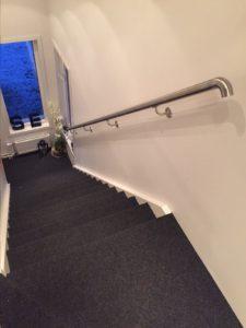 Handlauf für Ihre Treppe aus Edelstahl, gebogener Abschluss