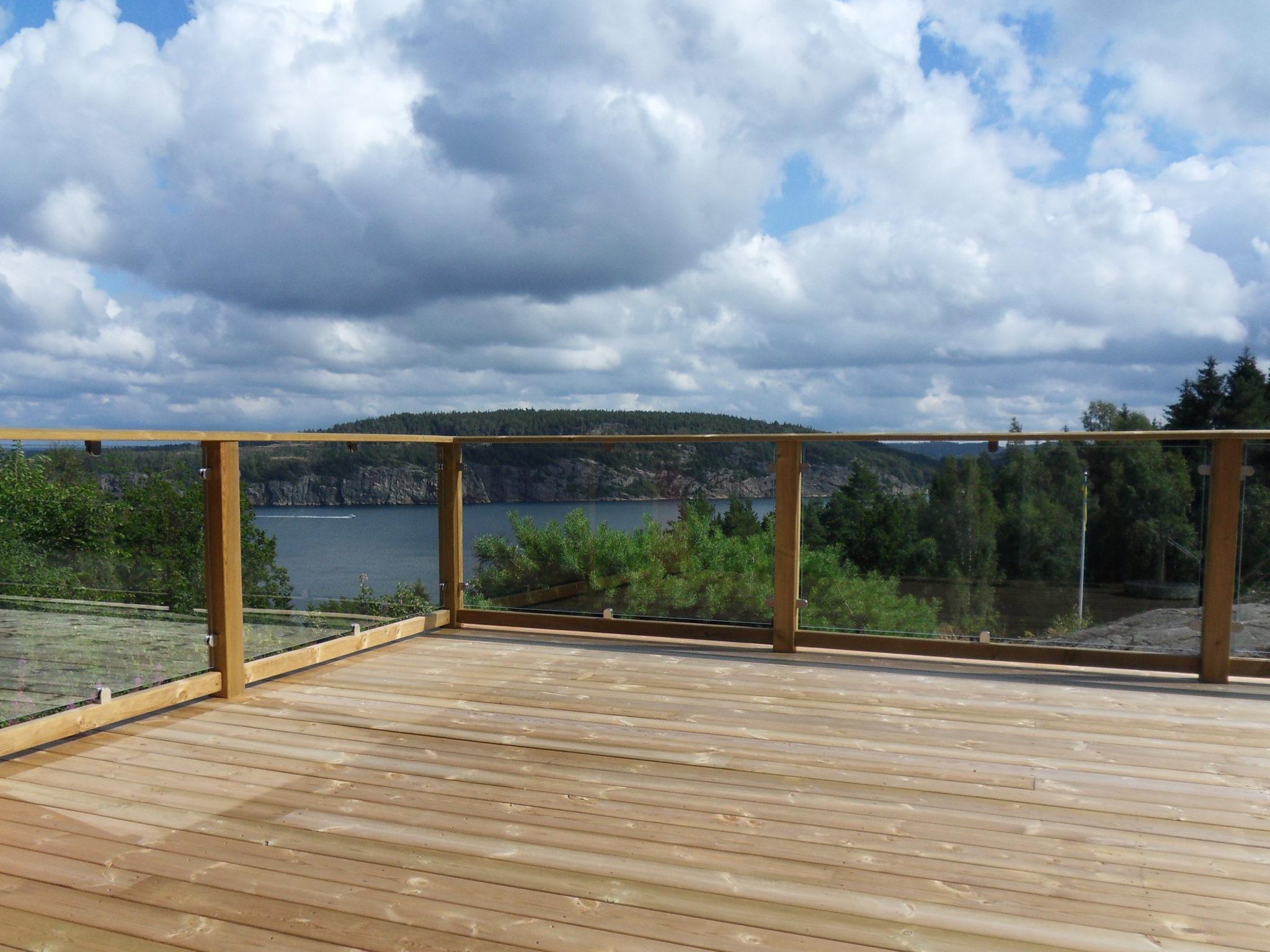 terrassengel nder ma gefertigte baus tze mit glas gel nderladen. Black Bedroom Furniture Sets. Home Design Ideas